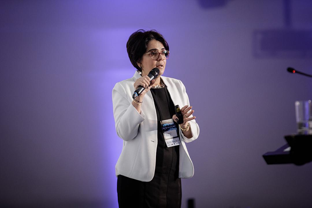 Paula Barcelos – Águia Branca